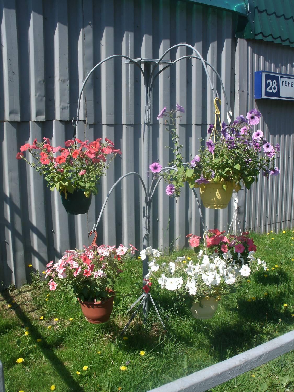 Подвесные клумбы с цветами фото
